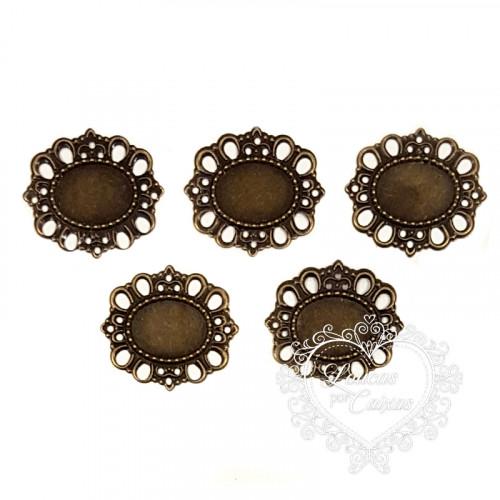 Medalhão metálico 30x35mm para chaton 13x18mm - 5 unid - Ouro Velho